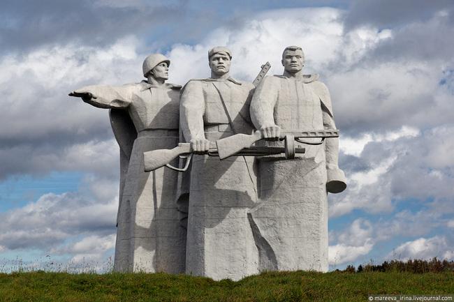 Памятник в москве 28 панфиловцев памятники екатеринбурга и их история 1 серия
