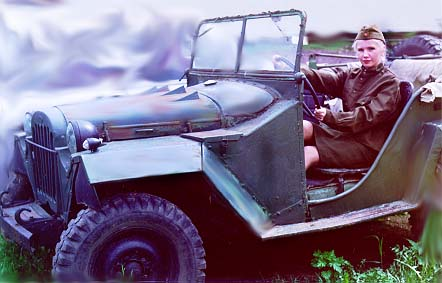 Red-Army-Girl-GAZ-67b-2