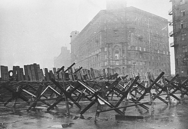 800px-RIAN_archive_604273_Barricades_on_city_streets