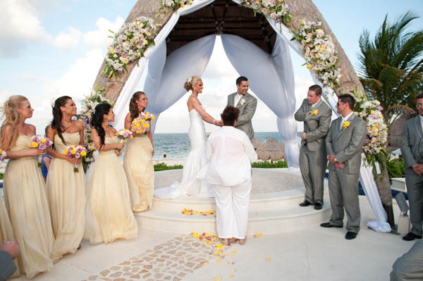 Outdoor-beach-wedding-ceremony-rw21